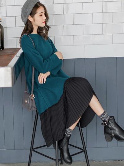 素色磨毛不收邊設計拼接百褶雪紡裙襬寬鬆洋裝.2色