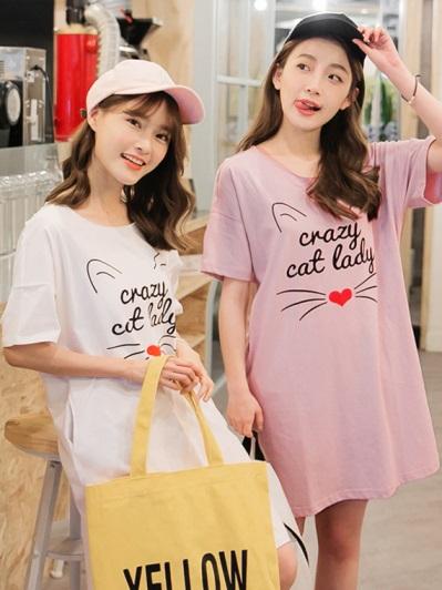 貓咪印字側襬開衩高含棉落肩寬鬆長版T恤/洋裝.2色