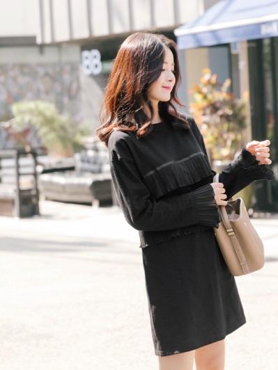 胸前袖口百摺造型素色洋裝